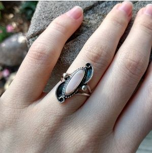 Vintage silver oval shaped ring